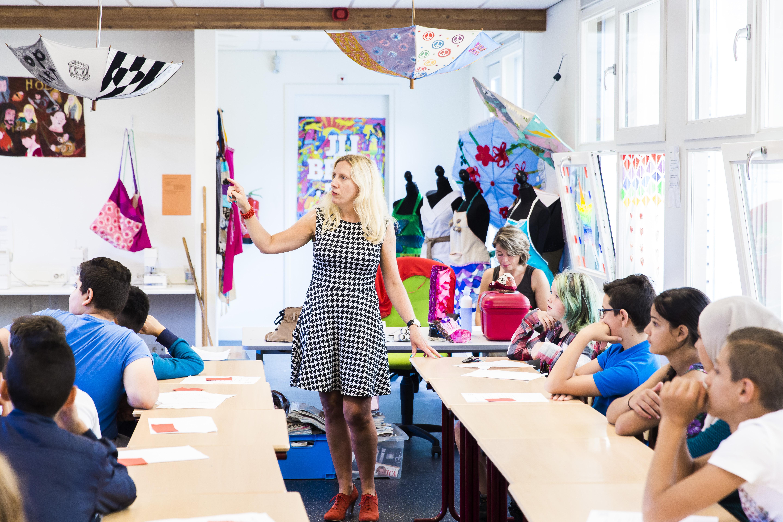 Haemstede-Barger-Mavo-HBM-middelbare-school-Heemstede-docent-legt-uit