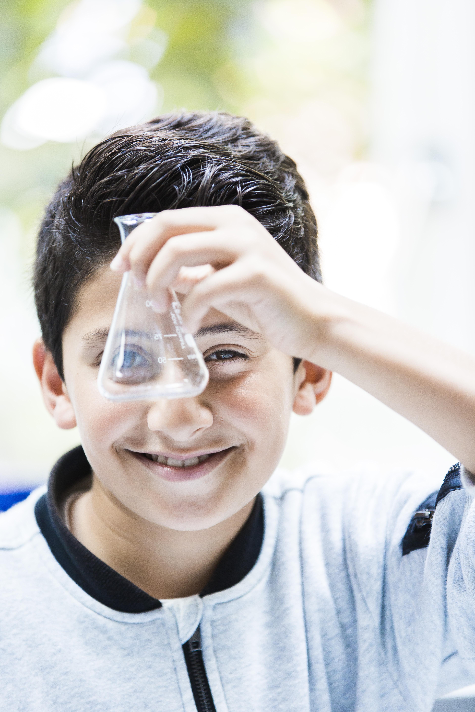 Haemstede-Barger-Mavo-HBM-middelbare-school-Heemstede-leerling-aan-het-onderzoeken