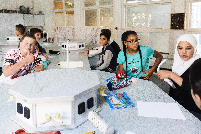 Haemstede-Barger-Mavo-HBM-middelbare-school-Heemstede-plezier-in-het-scheikunde-lokaal